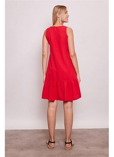 Jument İç Göstermez Viskon Poplin Geniş Sıfır Yaka Kolsuz Eteği Fırfırlı Elbise -Tarçın Kırmızı